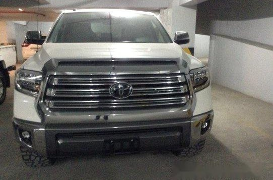 Selling White Toyota Tundra 2019 in Quezon City-1