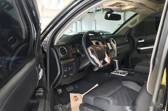 Selling Black Toyota Tundra 2019 in Quezon City -8