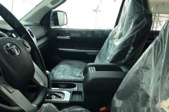Selling Black Toyota Tundra 2019 in Manila-6