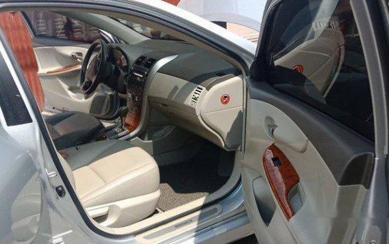 Silver Toyota Corolla Altis 2009 Automatic Gasoline for sale -4