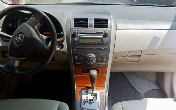 Silver Toyota Corolla Altis 2009 Automatic Gasoline for sale -6