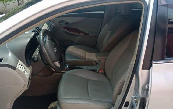 Silver Toyota Corolla Altis 2009 Automatic Gasoline for sale -3