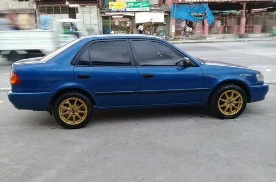 Selling Blue Toyota Corolla 2000 Manual Gasoline at 100000 km -1