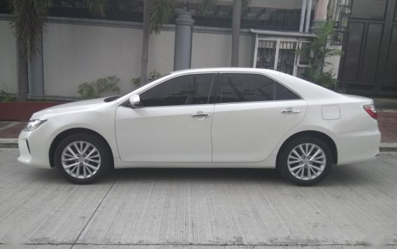 Pearl White Toyota Camry 2016 for sale in Manila-5