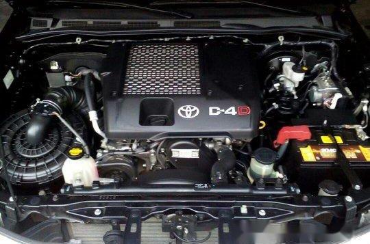 Black Toyota Hilux 2014 for sale in Quezon City -9
