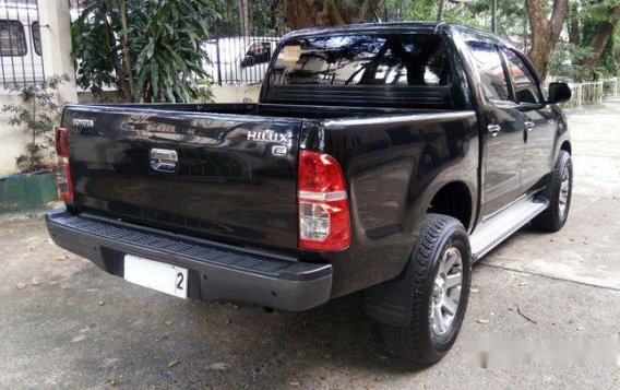 Black Toyota Hilux 2014 for sale in Quezon City -4