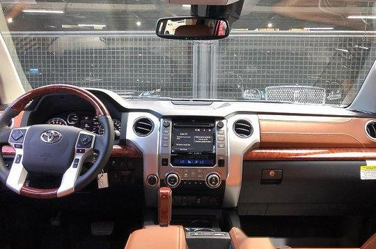 Selling White Toyota Tundra 2020 in Quezon City-7