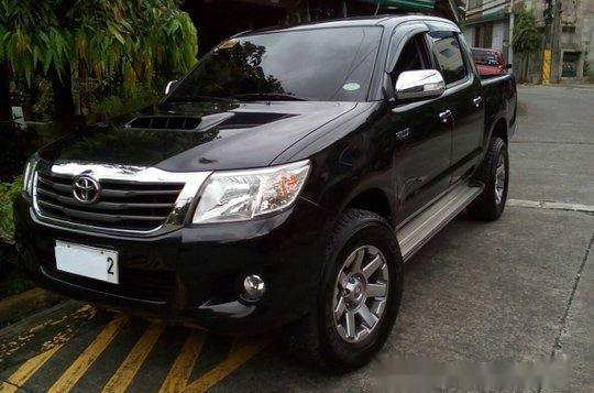 Black Toyota Hilux 2014 for sale in Quezon City -2