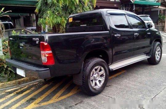Black Toyota Hilux 2014 for sale in Quezon City -5