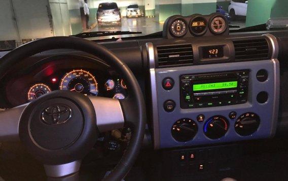 Blue Toyota Fj Cruiser 2015 for sale in Manila-7