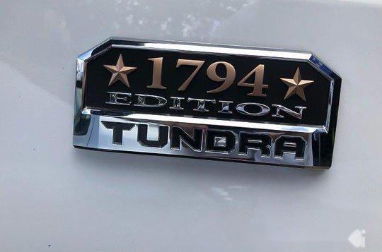 Selling White Toyota Tundra 2020 in Quezon City-2