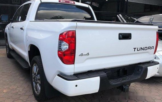 Selling White Toyota Tundra 2020 in Quezon City-1