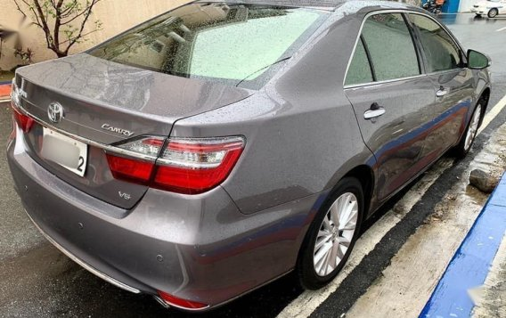 Selling Grey Toyota Camry 2016 in Manila-3