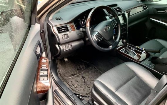 Selling Grey Toyota Camry 2016 in Taguig-4