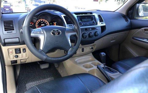 Selling White Toyota Hilux 2014 SUV / MPV in Manila-9