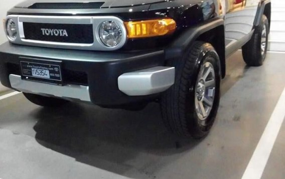 Selling Black Toyota Fj Cruiser 2015 -1