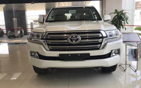 Sell White Toyota Land Cruiser in Makati