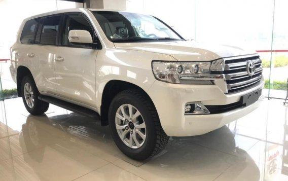 Sell White Toyota Land Cruiser in Makati-2