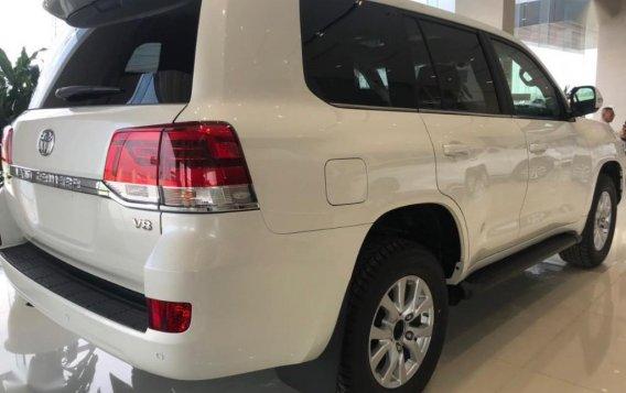 Sell White Toyota Land Cruiser in Makati-1