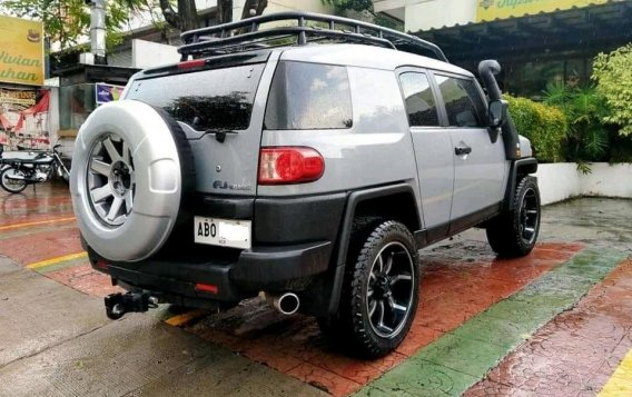 White Toyota Fj Cruiser 2015 for sale in Manila-4