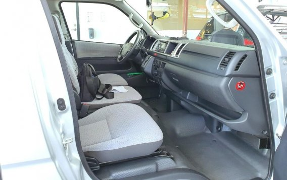 Silver Toyota Grandia for sale in Mandaluyong -5