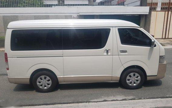 Selling White Toyota Grandia in Quezon City-7