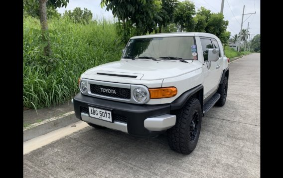 Selling White Toyota Fj Cruiser 2015 in Mandaluyong-3