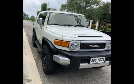 Selling White Toyota Fj Cruiser 2015 in Mandaluyong-1