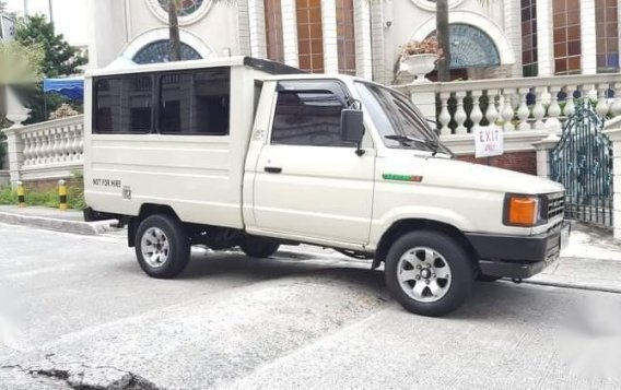 Selling White Toyota tamaraw for sale in Manila
