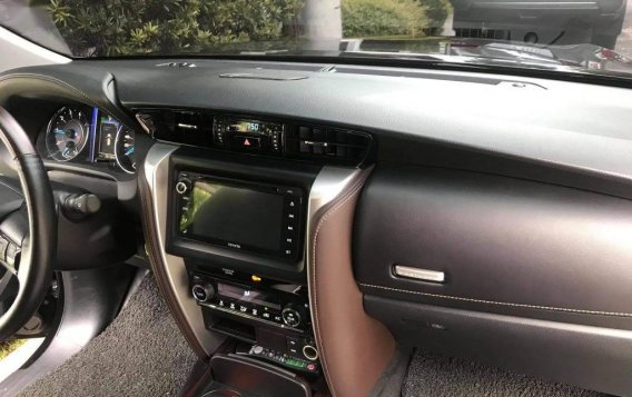 Sell Black Toyota Fortuner in Manila-3