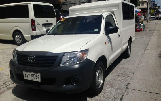 Selling White Toyota Hilux in Quezon City-3