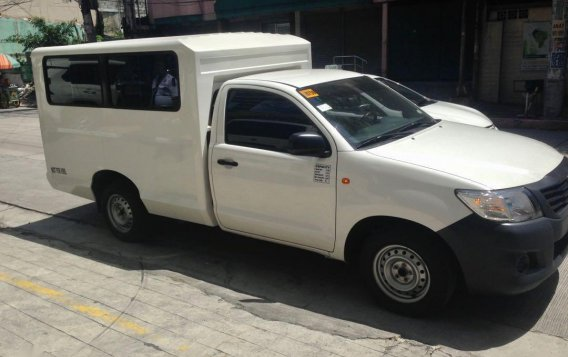 Selling White Toyota Hilux in Quezon City-4