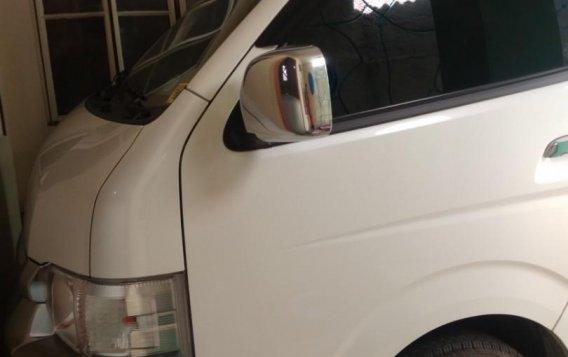 White Toyota Grandia for sale in Valenzuela