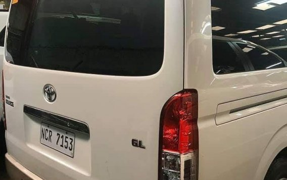 Selling Pearl White Toyota Grandia 2018 in Quezon City-1