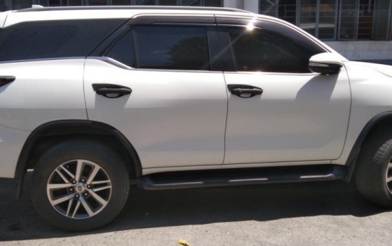 Pearl White Toyota Fortuner 2016 for sale in Valenzuela-3