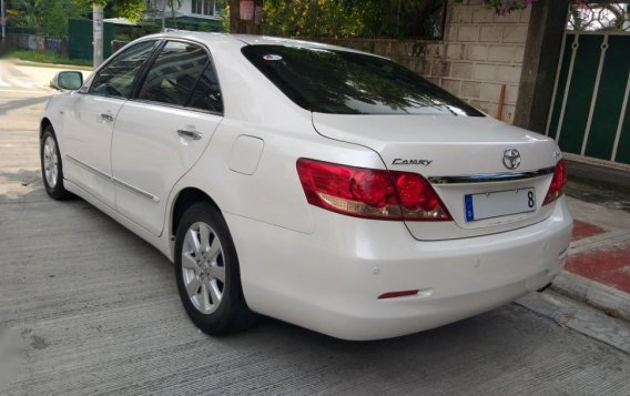 Selling White Toyota Camry in Quezon City-2