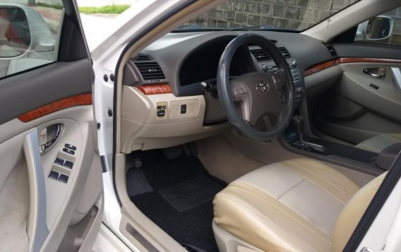 Selling White Toyota Camry in Quezon City-9