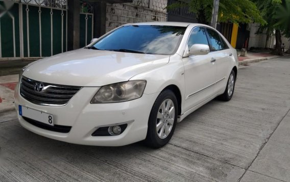Selling White Toyota Camry in Quezon City-1