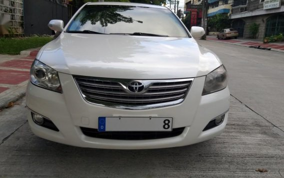 Selling White Toyota Camry in Quezon City-5