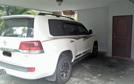 Selling Pearl White Toyota Land Cruiser 2019 in Subic-2