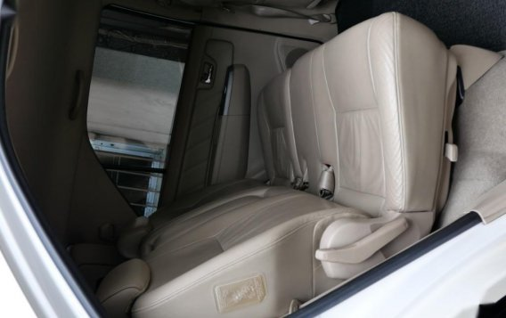 Pearl White Toyota Fortuner 2007 for sale in Manila-8