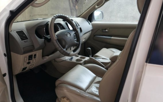 Pearl White Toyota Fortuner 2007 for sale in Manila-6