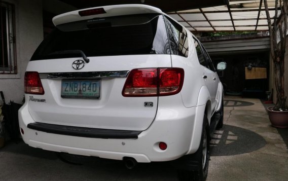 Pearl White Toyota Fortuner 2007 for sale in Manila-3