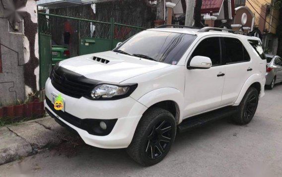 Selling White Toyota Fortuner 2016 in Subic-1