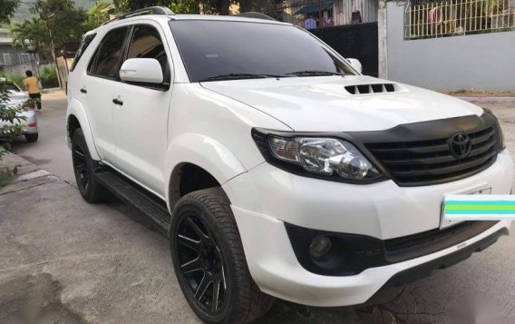 Selling White Toyota Fortuner 2016 in Subic