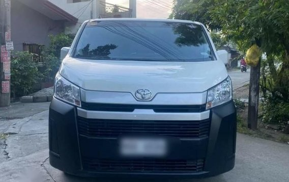 Selling White Toyota Hiace Commuter Deluxe 2020 in Manila