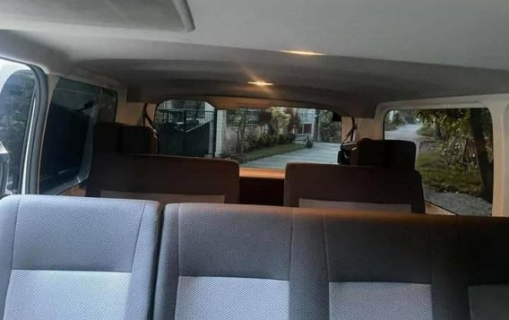 Selling White Toyota Hiace Commuter Deluxe 2020 in Manila-4