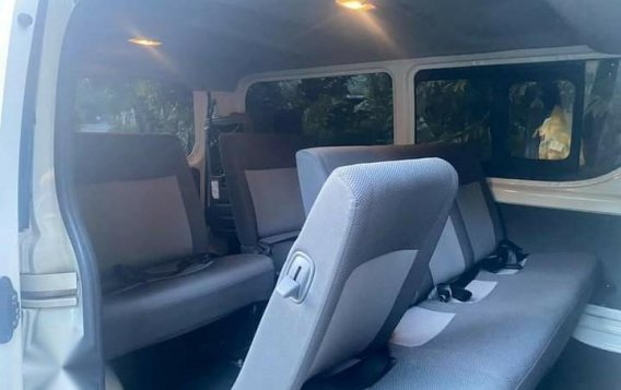 Selling White Toyota Hiace Commuter Deluxe 2020 in Manila-6