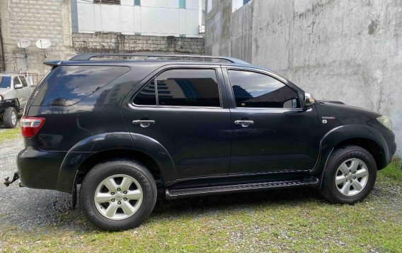 Silver Toyota Fortuner 2009 for sale in Pasig-2