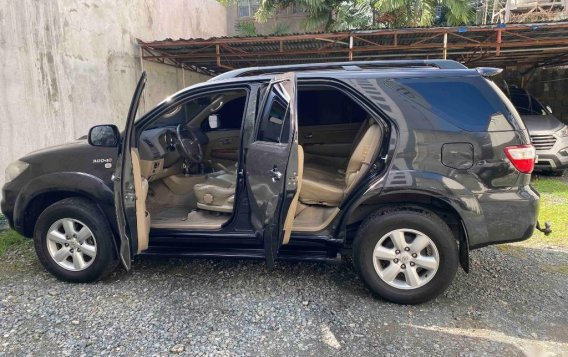 Silver Toyota Fortuner 2009 for sale in Pasig-1